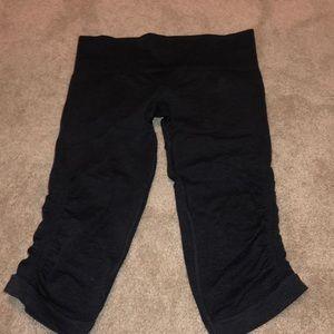 navy blue lulu cropped leggings